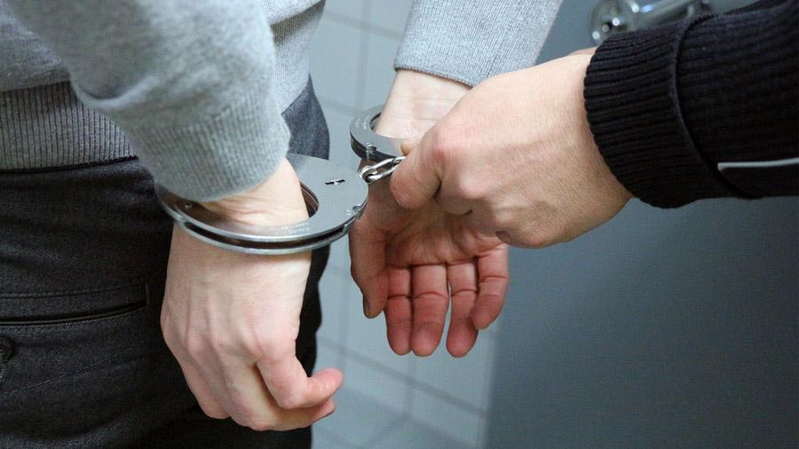 住吉会系組長ら3名聴覚障害ある女性に手話で脅迫し逮捕